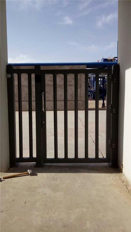 荣邦铝制小门
